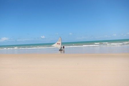 elle branle sur la plage