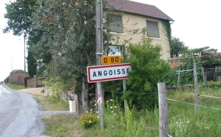 Soyez les bienvenus dans notre magnifique petite bourgade où tous les habitants ont le front qui perle et le ventre qui couine...