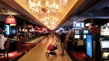 Idem dans les allées des casinos, no problem (à condition de ne pas jouer la poussette à la main, mais bon...)