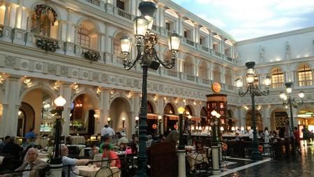 Sinon, comme la ville fourmille d'immenses shopping malls à la déco exotique (ici au Venetian), se promener à l'air frais n'est pas réellement un casse-tête :)